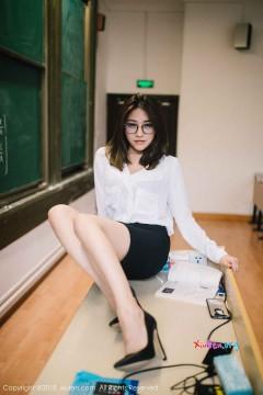 [秀人网XiuRen] N01267 成熟短发教师许诺Sabrina风情素雅制服创意商务私拍 44P