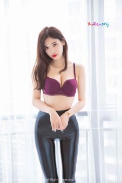 [秀人网XiuRen] N01411 人气网红嫩模杨晨晨sugar紧身包臀漆皮裤俏美养眼酒店写真 56P