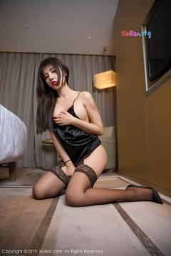 [秀人网XiuRen] N01401 长发美腿尤物Cris_卓娅祺诱人高跟黑丝酒店迷人写真 56P