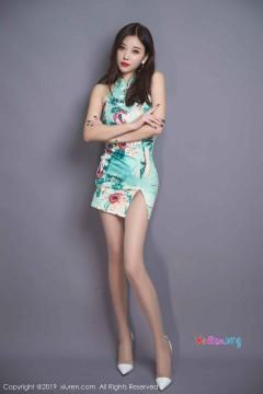 [秀人网XiuRen] N01436 腿玩年纤瘦时髦辣妹杨晨晨sugar无内肉丝紧身包臀旗袍室内唯美人像写真 54P
