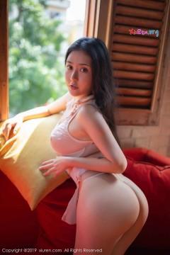 [秀人网XiuRen] N01537 大臀红润公主Manuela玛鲁娜户外美艳泳装写真 48P