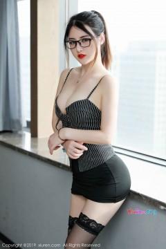 [秀人网XiuRen] N01600 丰腴红唇女主播诗诗kiki包臀齐b短裙迷人风情写真 50P