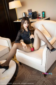 [秀人网XiuRen] N01579 时髦养眼美媛芝芝Booty酒店诱惑美腿无内露出福利丝袜写真 63P