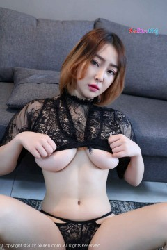 [秀人网XiuRen] N01686 成熟迷人巨乳大姐姐瑶啊摇的瑶黑色蕾丝情趣内衣养眼私密写真 32P