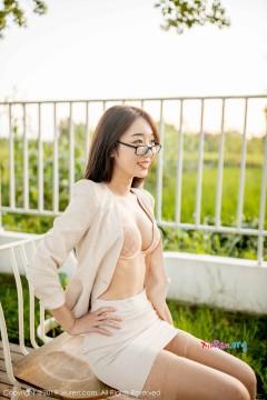 [秀人网XiuRen] N01700 可人清纯苗条嫩模小九月制服短裙户外艺术写真 63P