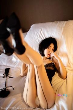 [秀人网XiuRen] N01670 纤瘦开朗学生嫩模小九月宾馆勾魂无内福利写真 51P