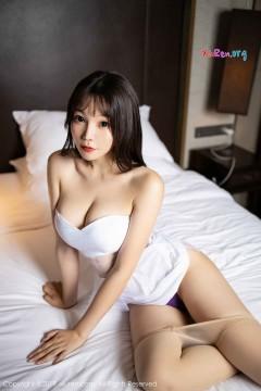[秀人网XiuRen] N01770 圆润丰臀小甜心芝芝Booty紫色情趣丁字裤优美肉丝私密写真 53P