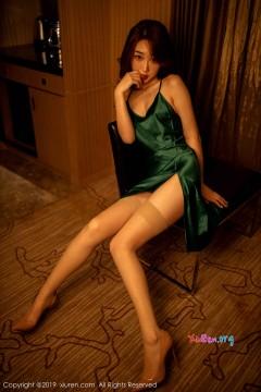 [秀人网XiuRen] N01756 娇柔青涩秀雅表妹小九月吸睛美腿艺术私房 65P