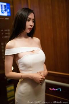 [秀人网XiuRen] N01861 气质细腰御姐梦心月奢华白色抹胸连身裙惊艳商务写真 72P