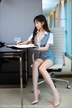 [秀人网XiuRen] N02244 娇小多汁极品嫩模bunny七七制服短裙丝袜风情室内写真 40P