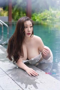 [秀人网XiuRen] N02295 婉约巨乳熟女妲己toxic泳池湿身透视抢眼魅力写真 50P